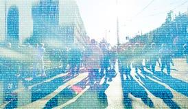 Abstrakt folkmassa av folk som knyter kontakt på cyberspace royaltyfri fotografi