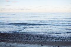 Abstrakt fridsam solnedgång på havsbakgrund Arkivbild