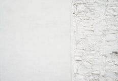 Abstrakt gammal grungy tom bakgrund Foto av tom vit betongväggtextur Grå färger tvättade cementyttersida horisontal Royaltyfri Foto