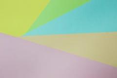 Abstrakt geometrisk pappers- bakgrund Göra grön, gulna, rosa färger, apelsinen, blått tenderar färger Royaltyfria Foton