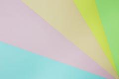 Abstrakt geometrisk pappers- bakgrund Göra grön, gulna, rosa färger, apelsinen, blått tenderar färger Royaltyfri Fotografi