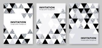 Abstrakt geometrisk silvermodellbakgrund för mall för inbjudankortdesign av moderna moderiktiga silverbeståndsdelar för triangel  Arkivfoto