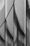 Abstrakt glasvägg med reflexion Arkivfoton