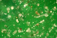 Abstrakt grön metallyttersida med vita lappar Royaltyfri Bild