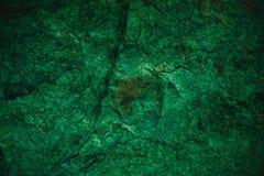 Abstrakt grön textur och bakgrund för design Tappningmörker - grön bakgrund Grov grön textur som göras med stenen Royaltyfria Foton