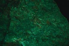 Abstrakt grön textur och bakgrund för design Tappningmörker - grön bakgrund Grov grön textur som göras med stenen Royaltyfri Bild