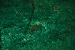 Abstrakt grön textur och bakgrund för design Tappningmörker - grön bakgrund Grov grön textur som göras med stenen Arkivbild