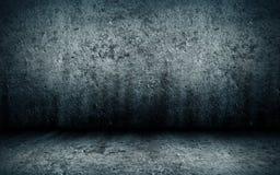 Abstrakt grungeinre av ett tomt rum med ett konkret golv Royaltyfria Foton