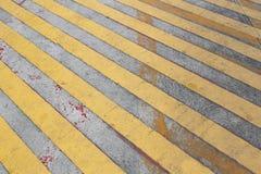 Abstrakt gul linje av vägen för trafik Arkivfoton