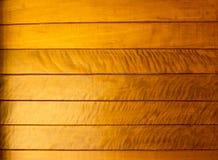 Abstrakt guld- wood texturbakgrund Arkivbilder