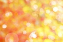 Abstrakt guling och röd bakgrund med vit bokeh Royaltyfri Fotografi