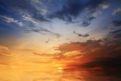 abstrakt härlig ljus blå röd och gul solsolljussikt Arkivfoton