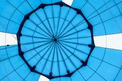 Abstrakt härlig textur av geometrisk yttersida av närbilden för ballong för varm luft Ljusa blåttfärger Bakgrund för ljust Arkivbilder