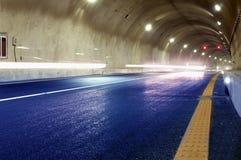 Abstrakt hastighetsrörelse i stads- huvudvägvägtunnel Fotografering för Bildbyråer