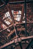 Abstrakt industriell metallkonstruktion, vertikal bild Royaltyfri Bild