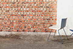 Abstrakt inre bakgrund med stol Arkivfoto
