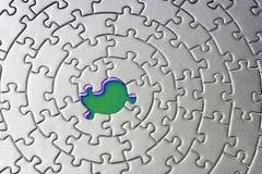 abstrakt jigsaw som missa en stycksilver arkivfoto