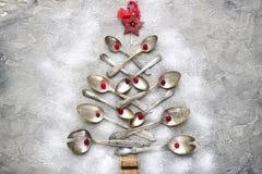 Abstrakt julträd som göras från skedar Top beskådar Arkivbilder