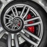 Abstrakt kant för hjul för spiral för sportbil med gummihjulet, bromsdiskett För modellbakgrund för bil upprepande illustration B Arkivfoton