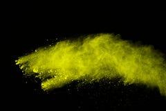 Abstrakt koloru żółtego proszka wybuch na czarnym tle Koloru żółtego proszek splatted odizolowywa Barwiona chmura Barwiony pył wy zdjęcia stock