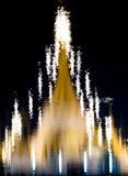 Abstrakt konst av eflectionen av den thailändska pagoden på mörkt vatten Arkivfoto