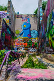 Abstrakt konst för Austin Texas Graffiti Wall Longhorn Blue björn Arkivfoton