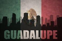 Abstrakt kontur av staden med text Guadalupe på den mexikanska flaggan för tappning Royaltyfri Bild