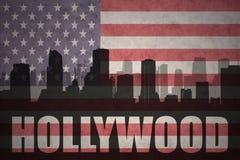 Abstrakt kontur av staden med text Hollywood på tappningamerikanska flaggan royaltyfri illustrationer