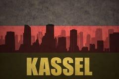Abstrakt kontur av staden med text Kassel på den tyska flaggan för tappning Royaltyfri Fotografi