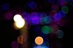 Abstrakt ljus Bokeh bakgrund Suddighetsbild av defocusljus på natten Royaltyfria Foton