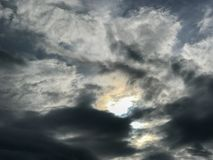 Abstrakt mörkt moln och himmel Arkivfoto