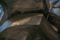 Abstrakt metallformdesign Stålarkitektur stålbakgrund industriellt tema Skendekor Arkivfoton