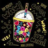 Abstrakt milkshake för popkonst på svart bakgrund Exponeringsglas av drinken Dana illustrationteckningen i modern stil för kläder royaltyfri illustrationer