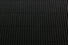 Abstrakt minimalistic svart gjorde randig bakgrund med vertikala linjer och titelraden Arkivbild