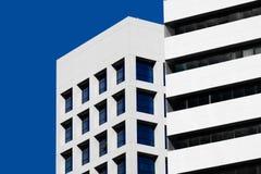 Abstrakt minsta stilarkitektur modern byggnadsfacade Arkivbild