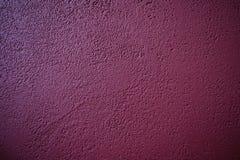 Abstrakt modell av konkret burgundy färg Painted rappade väggen Dekorativt blekt för Grunge royaltyfria foton