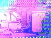 Abstrakt moderbrädedator med digital kod arkivfoto