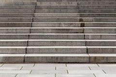 Abstrakt modern konkret trappa Arkivbilder