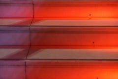 Abstrakt modern röd trappa med varmt ljus - trappasammansättning Royaltyfri Foto