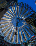 Abstrakt modernt tak-Postdamer Platz, Tyskland Arkivfoto