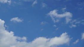 Abstrakt naturlig bakgrund för himmel och för moln lager videofilmer