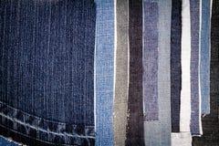 Abstrakt olik bakgrund för jeansbandtextur fotografering för bildbyråer