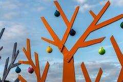 Abstrakt orange träd på en bakgrund av blå himmel Royaltyfria Foton