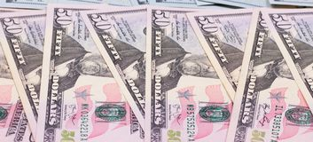 Abstrakt pengarbakgrund oss dollar av olika valörer Royaltyfria Foton