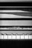 Abstrakt piano i svartvitt - lodlinje Royaltyfri Fotografi
