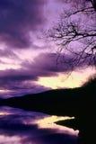 Abstrakt purpurfärgad fjordbakgrund Arkivbild