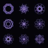 Abstrakt purpurfärgad neonform, futuristisk krabb fractal av stjärnan och cirkelsamling Royaltyfria Foton