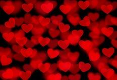 Abstrakt röd bakgrund med hjärtor Arkivfoto