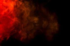 Abstrakt röd och gul rökvattenpipa på en svart bakgrund Royaltyfria Bilder