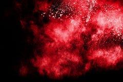 Abstrakt röd pulverexplosion på svart bakgrund Arkivbilder